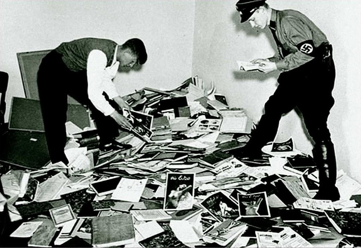 Gli archivi dell'Istituto di Scienze sessuali il 6 maggio 1933